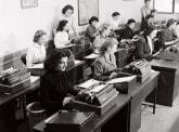 Quand « employé » prend un « e » : l'arrivée des femmes dans la banque